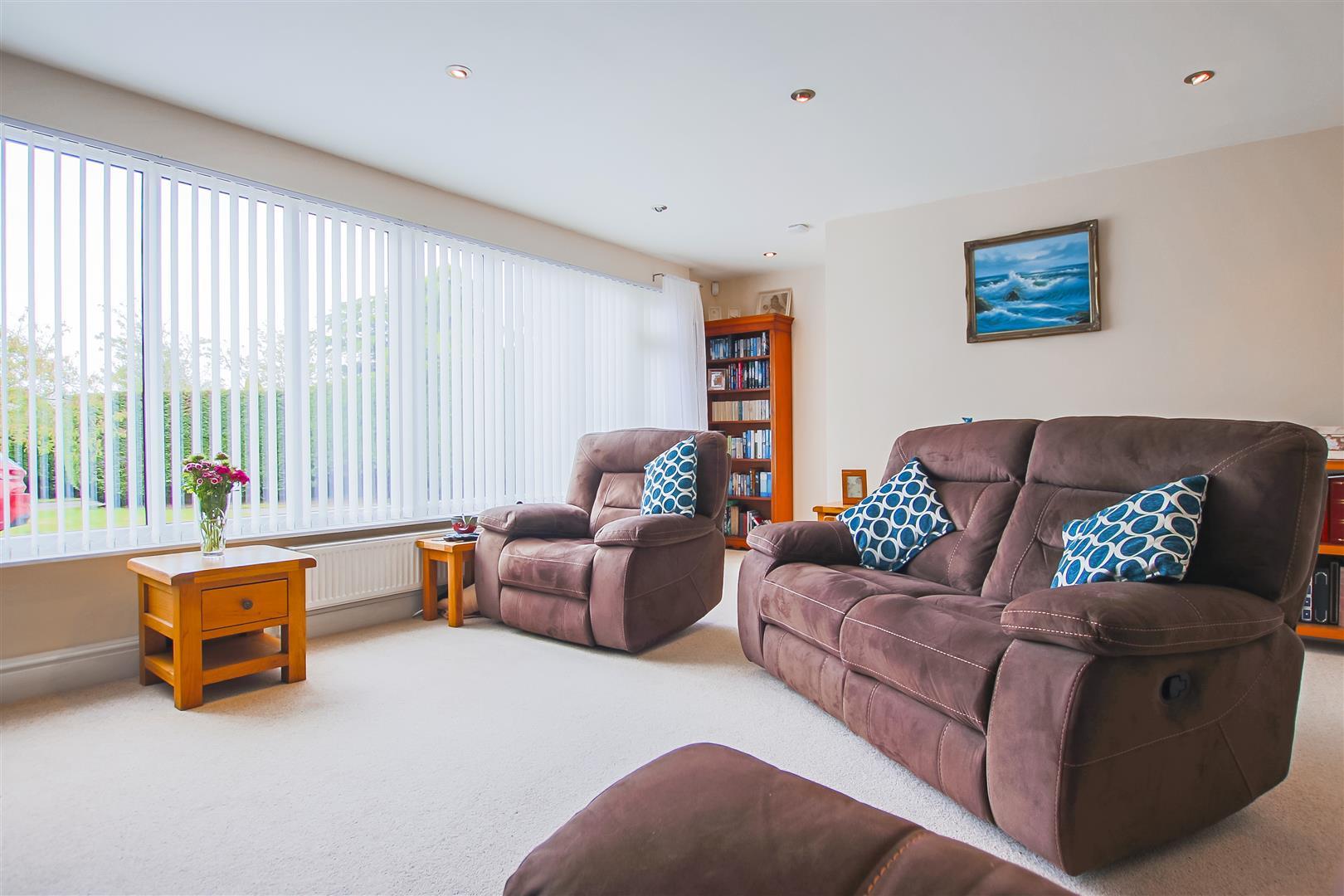 6 Bedroom Detached House For Sale - Annex Living Room